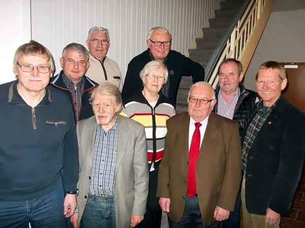 Wilhelm Riesmeier, Fraktionsvorsitzender der SPD (r.) freut sich über das Wahlergebnis der AG 60 plus (v.l.): Hans-Joachim Albrecht, Friedrich Reckmann, Paul Lahrmann, Reinhold Gralla, Irmgard Bohne, Giselbert Melcher, Günter Bohne und Wilfrted Martlage (Foto: SPD)
