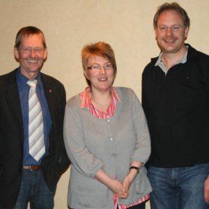 Die beiden Kandidaten aus dem Ortverein Haldem-Arrenkamp (Ilona Meier und Hartwig Thomas) mit Bürgermeisterkandidat Wilhelm Riesmeier.