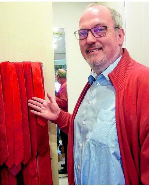 Rot in allen Schattierungen- die Krawatte füllt inzwischen einen Schrank in EWI's Ankleidezimmer