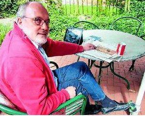 """Lieblingsplatz Terrasse: """"Ewi"""" zieht sich gerne hier mit einer Tasse Kaffee und der Tageszeitung zurück"""