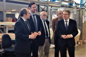 v.l. Sven-David Plate (Geschäftsführer Plümat), Dirk Wiese (Parlamentarischer Staatssekretär), Arthur Plate (Firmengründer Plümat), Reinhard Bösch (SPD-Fraktionsvorsitzender Espelkamp) und Achim Post (MdB)